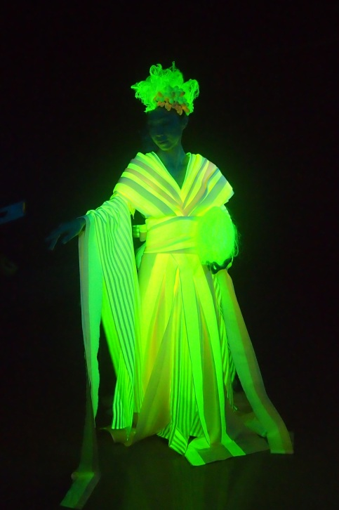 glow in the dark silk and silkworms